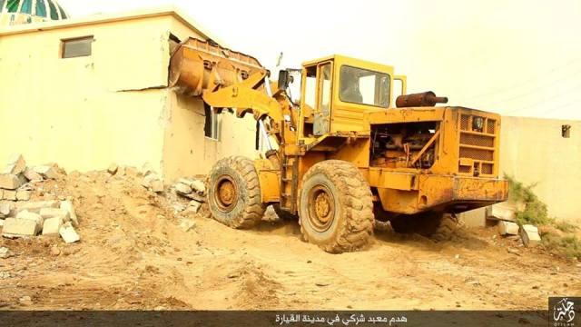 Demolición templo en Qayyarah 24-11-15